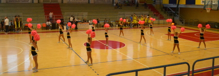 Le ragazze della Gymnica durante il loro spettacolo.